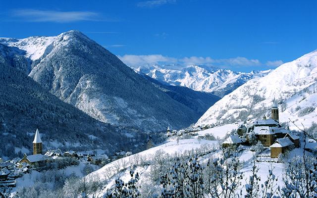Unha - snowcapped village in Val d'Aran
